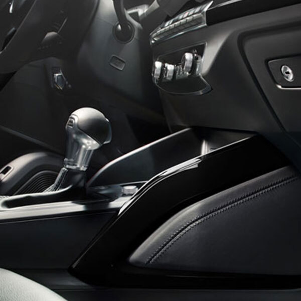 Decorative trims to outline the centre console, brilliant black