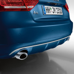 Rear diffuser with blade, for vehicles with a twin tailpipe on the left, in an aluminium look