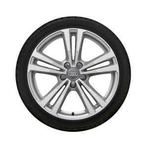 Complete winter wheel in 5-parallel-spoke design, brilliant silver, 7.5 J x 18, 225/40 R18 92V XL, right