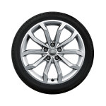 Complete winter wheel in 10-spoke V design, brilliant silver, 8 J x 18, 245/40 R18 97V XL, right