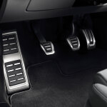 Foot rest and pedal caps in stainless steel, for vehicles with a manual gearbox