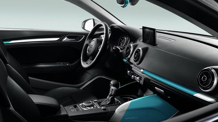colour kit blue, decorative inlays for the dashboard and front door trim, fog blue/ibis white