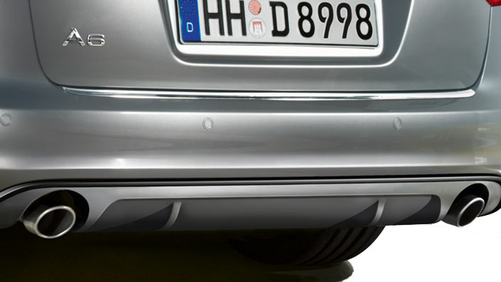 Rear diffuser with blade, in an aluminium look